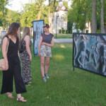 """Wernisaż wystawy """"Sacrum miejsca"""" – wystawa fotografii autorstwa Leszka Mądzika. Fotorelacja"""